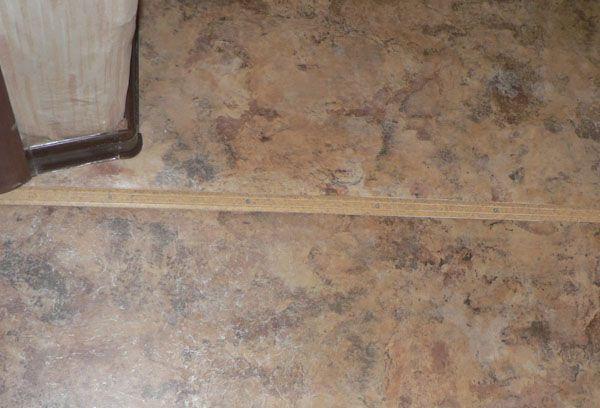 Стыковка линолеума порожком