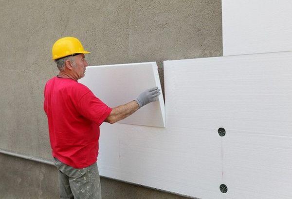 Приклеивание пенопласта к бетонной стене