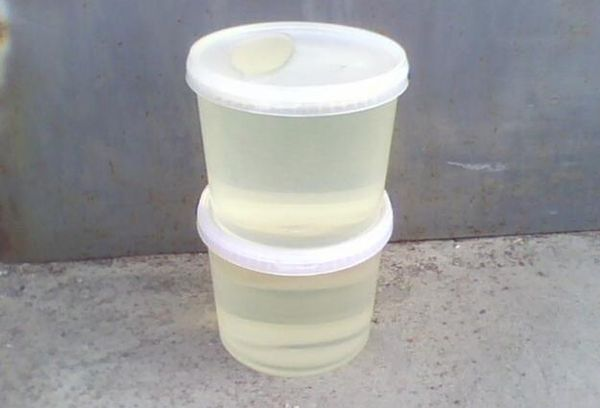 Эпоксидная смола в пластиковой посуде