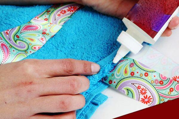 Нанесение клея на ткань