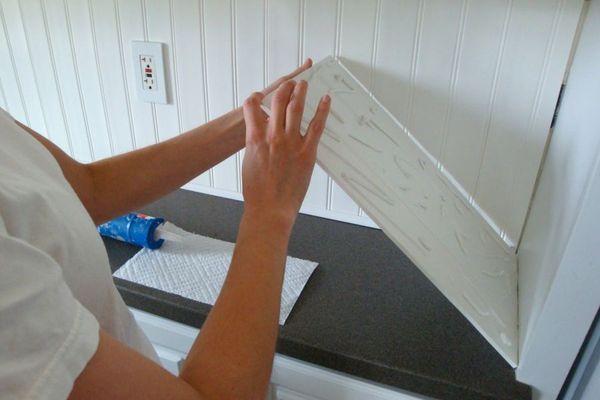 Монтаж пластиковых панелей на клей