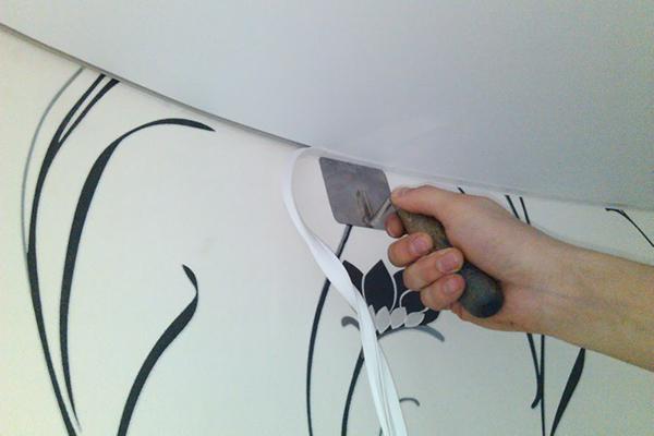 Монтаж резинки по контуру натяжного потолка