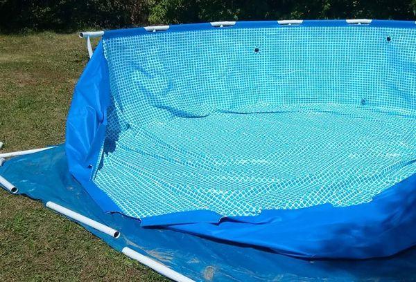 Деревянный каркас бассейна из тента