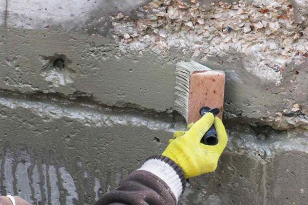 Обработка шва бетонной конструкции жидким стеклом