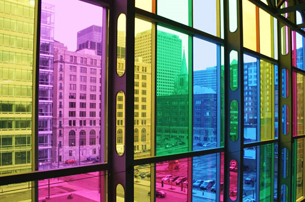 Панорамные окна, заклеенные цветной пленкой