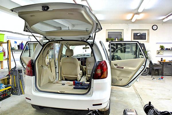 Салон автомобиля перед шумоизоляцией