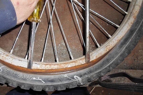 Извлечение камеры из колеса велосипеда