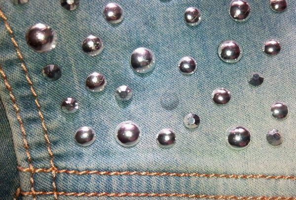 Стразы на джинсах
